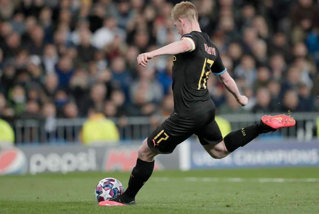 Kevin De Bruyne slår in straffen som gav Manchester City segern med 2–1 borta mot Real Madrid.