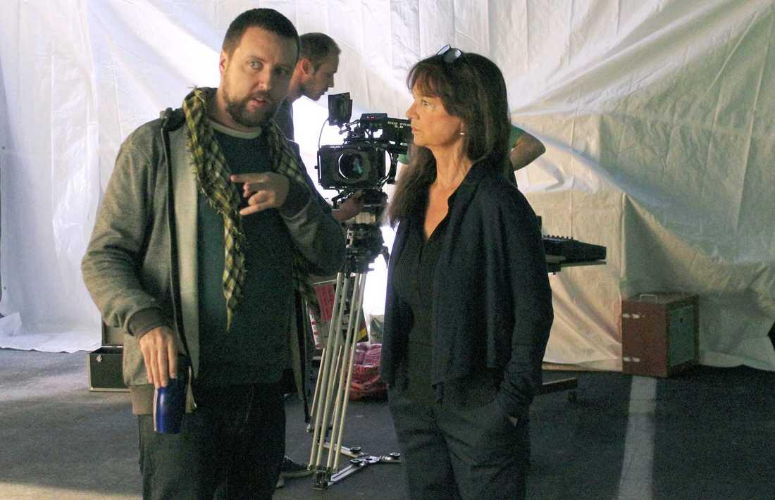 """Christina Lindberg med regissören Adriàn Bogliano under inspelningen av långfilmen """"Black Circle""""."""