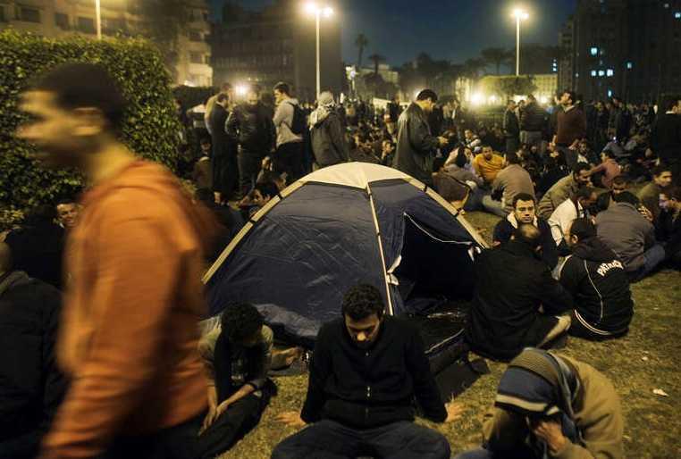Demonstranter slog läger i centrala Kairo under lördagskvällen.