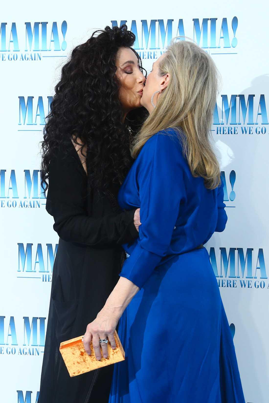 När Cher kysste Streep.