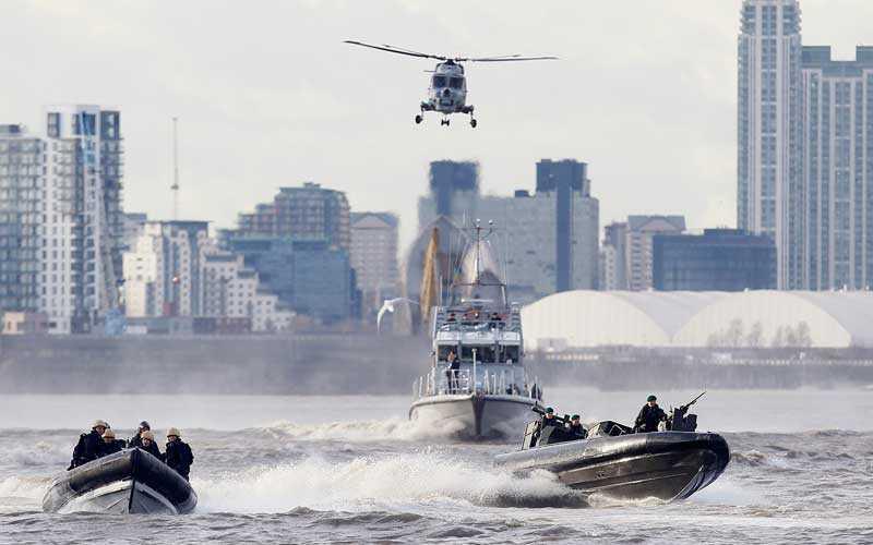 FRÅN VATTNET Hangarfartyget HMS Ocean ska ligga på Themsen under OS. Även marinkåren kommer hjälpa till att upprätthålla säkerheten från vattnet.