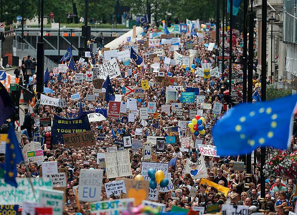 BREXIT. I chocken som Storbritannien just nu upplever kan det konservativa Torypartiet genomföra en långtgående ekonomisk revolution av den typ som Thatcher gjorde. Samtidigt slår engelska arbetare ner polska arbetare. Detta är det nya politiska landskapet i Europa.