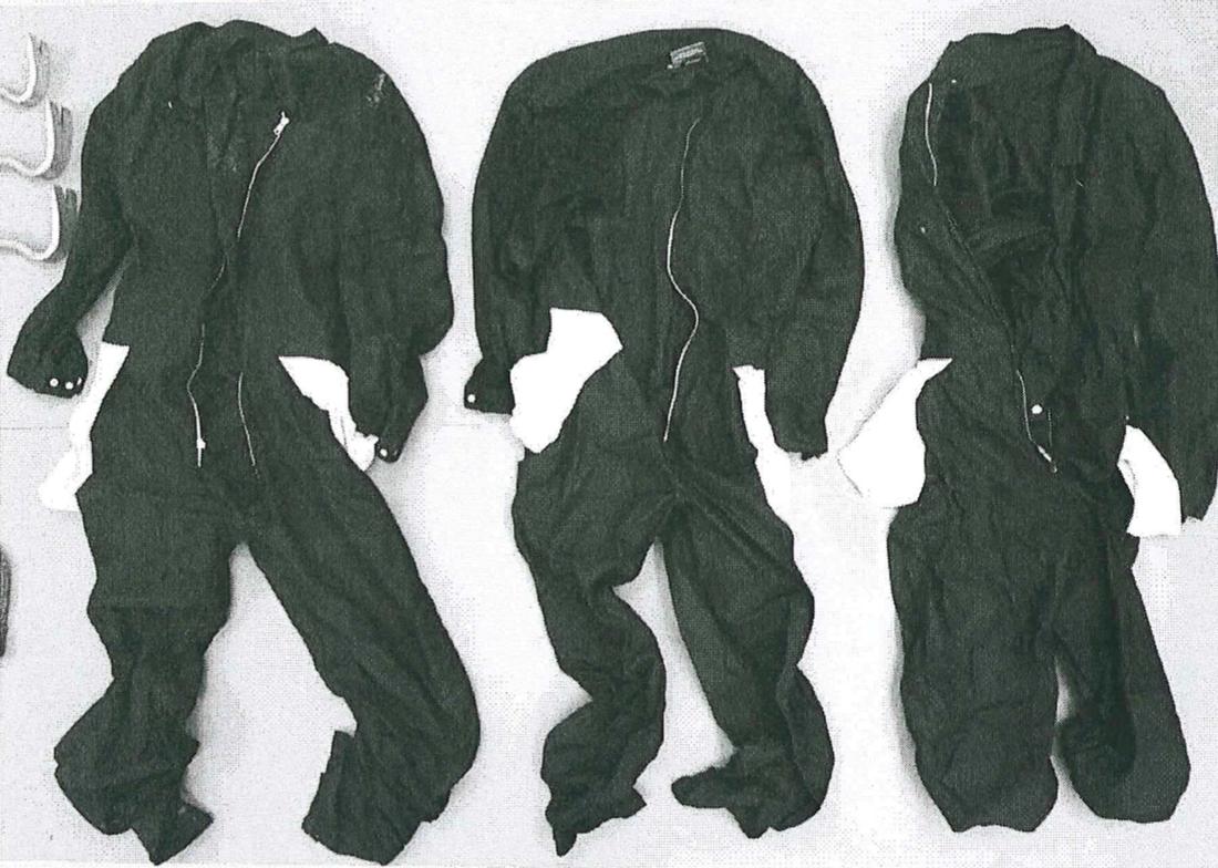 Gärningsmännens overaller hittades och beslagtogs efter rånet.