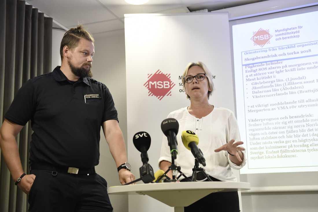 Britta Ramberg, MSB:s operativa chef för bränderna, och Peter Arnevall, räddningschef.