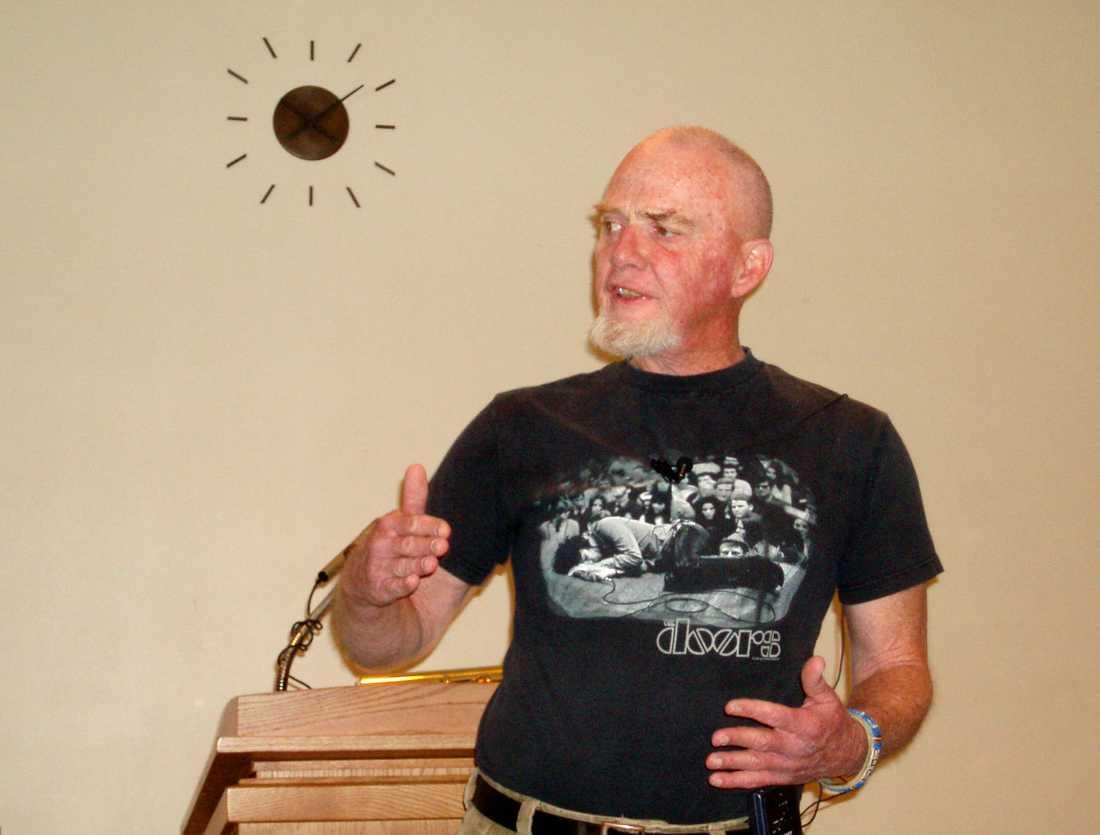 Författaren och regissören Michael Blake är död.