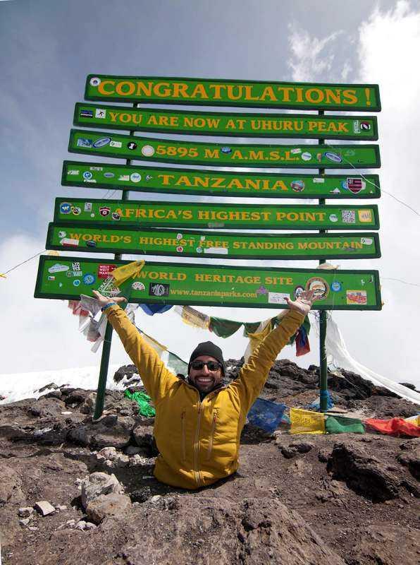 Klättrade själv Spencer West har inga ben, men trots det besteg han Kilimanjaro. Fyra femtedelar av sträckan gick han själv på händerna, och resten fick han hjälp av vänner när det blev för brant.Foto