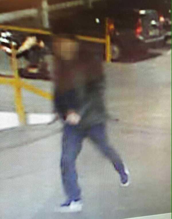 Misstänkte gärningsmannen på bild från p-huset där kvinnan knivskars till döds.