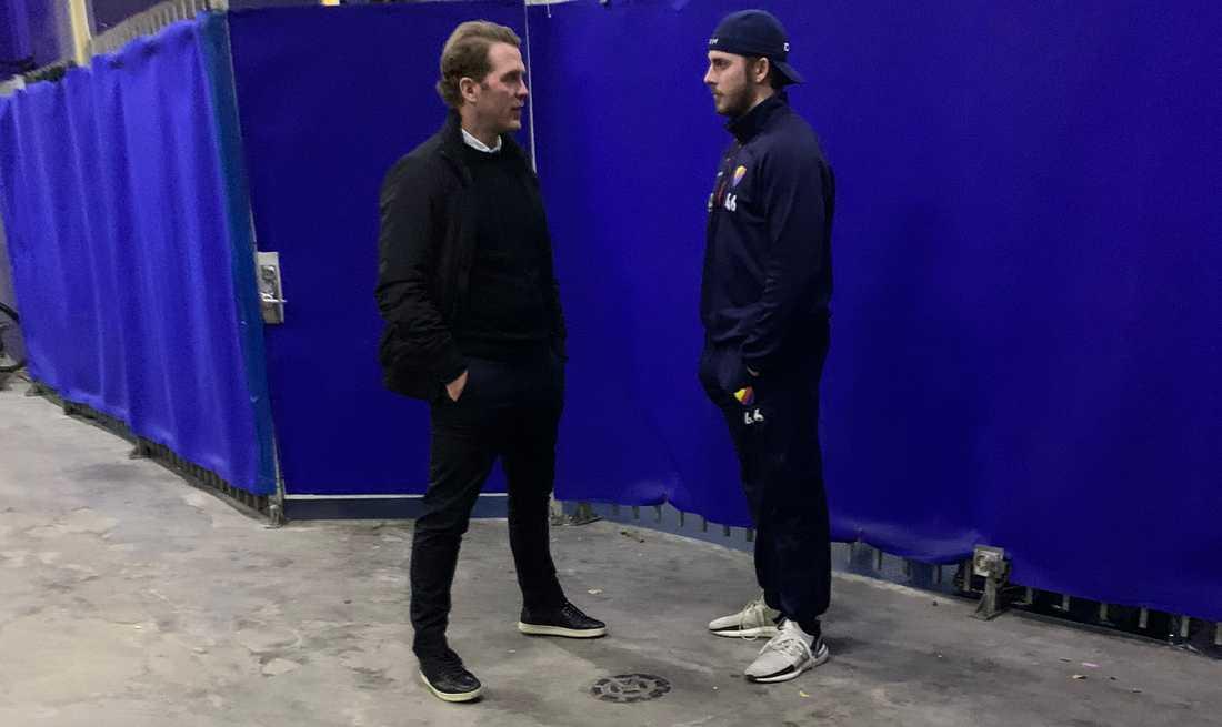 Förre Detroit-spelaren Dan Cleary i samtal med Grewe.