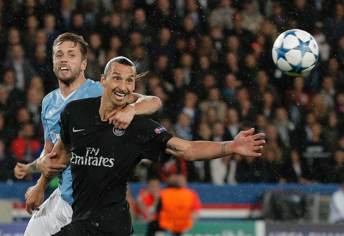 Arnason hade fullt upp med Zlatan.