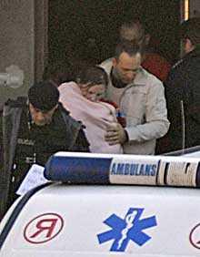 HITTADE SPÄDBARN. Polisen hittade bladn annat en åtta månader gammal baby i det ockuperade klostret.