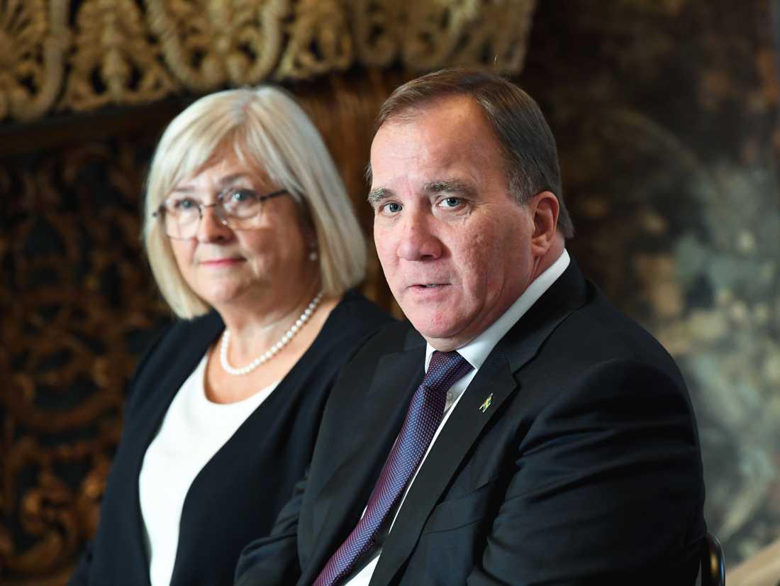 Statsminister Stefan Löfven (S) med frun Ulla Löfven på plats under gudstjänsten.