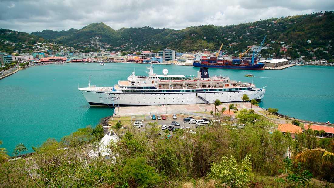 Kryssningsfartyget Freewinds i hamn i Castries, huvudstaden i Saint Lucia.