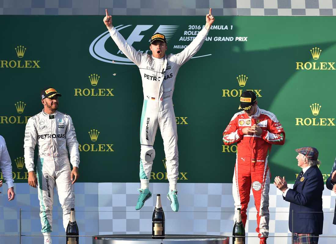 Tyska Nico Rosberg; Mercedes, firar segern i Melbourne. Tvåa kom Lewis Hamilton, Mercedes, och trea Ferraris Sebastian Vettel.