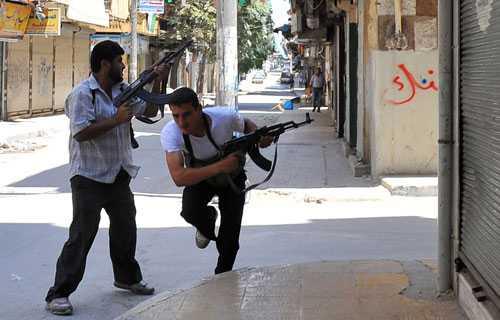 Rebeller drabbar samman med soldater som står bakom president Bashar al-Assad.