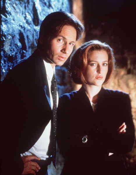 """""""Arkiv X"""", med FBI-agenten Fox Mulder och kollegan Dana Scully i spetsen, är – trots de dåliga specialeffekterna – lika starkt nu som då. Det är läge att rota fram klassikern i reabackarna."""