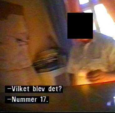 Portieren på ett ansett hotell i Stockholm avslöjas av Insiders dolda kamera när han agerar mellanhand i sexköp. Enligt TV 3:s program Insider rör det sig om ren bordellverksamhet. Bilden är ur kvällens tv-program.