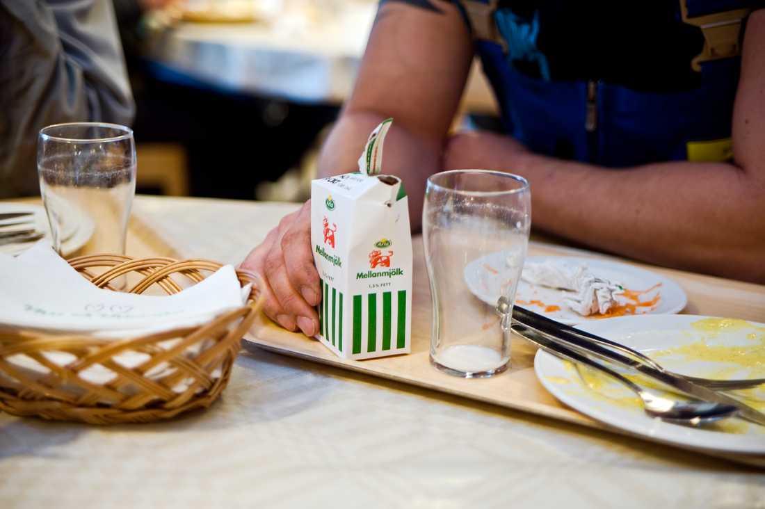 Finansutskottet undersöker om luncher som skänkts till vårdpersonal under coronakrisen ska slippa förmånsbeskattas. Arkivbild.
