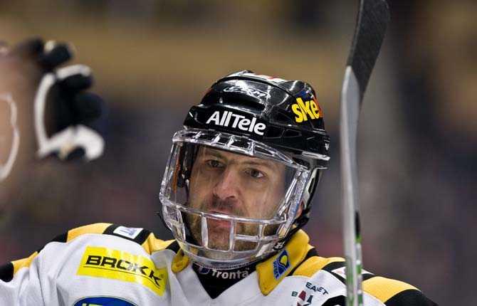 SKELLEFTEÅ-BOMBEN Mikael Renberg valde att lämna Luleå för Skellefteå inför säsongen 07-08. Han gjorde 33 poäng på 41 matcher i grundserien.