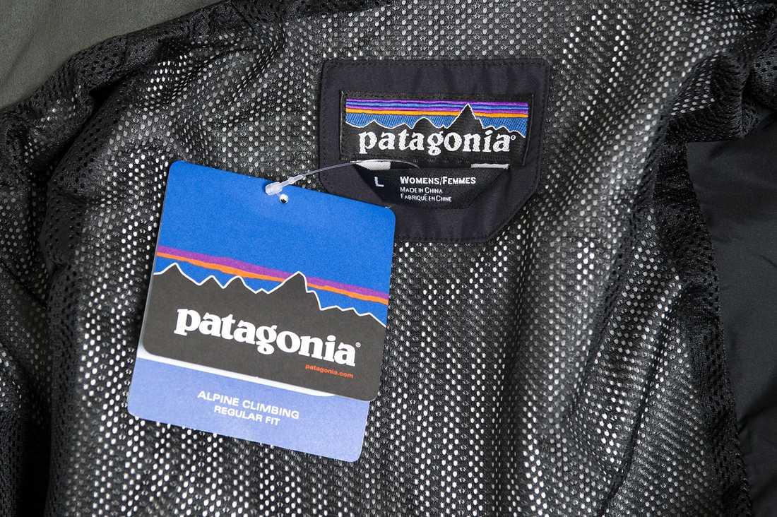 Damjacka från Patagonia. Innehåller: PFOA, 2,2  mikrogram per kvadratmeter, och PFC-kemikalier, 8,5 mikrogram per kvadratmeter.