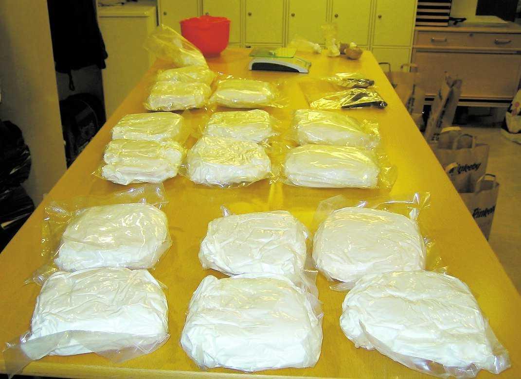 amfetaminchock En kastad nyckelknippa satte polisen på spåren. I en lägenhet i Rinkeby beslagtogs 16 kilo amfetamin.