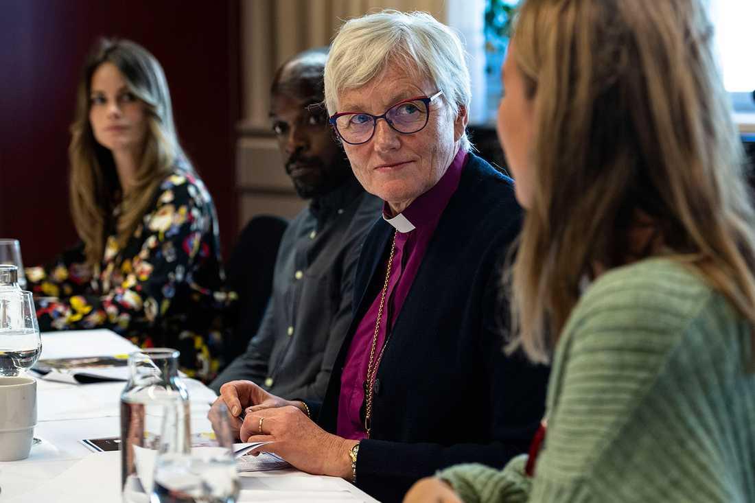 """Antje Jackelén är medlem i juryn för Svenska Hjältar 2020. Här ses hon i juryrummet tillsammans med prinsessan Sofia, Kodjo Akolor och Margaux Dietz. """"Det är ett väldigt bra teamarbete"""", säger Antje ."""