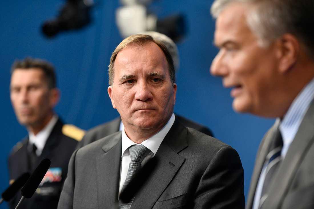 Stefan Löfven och Transporstyrelsens generaldirektör Jonas Bjelfvenstam.