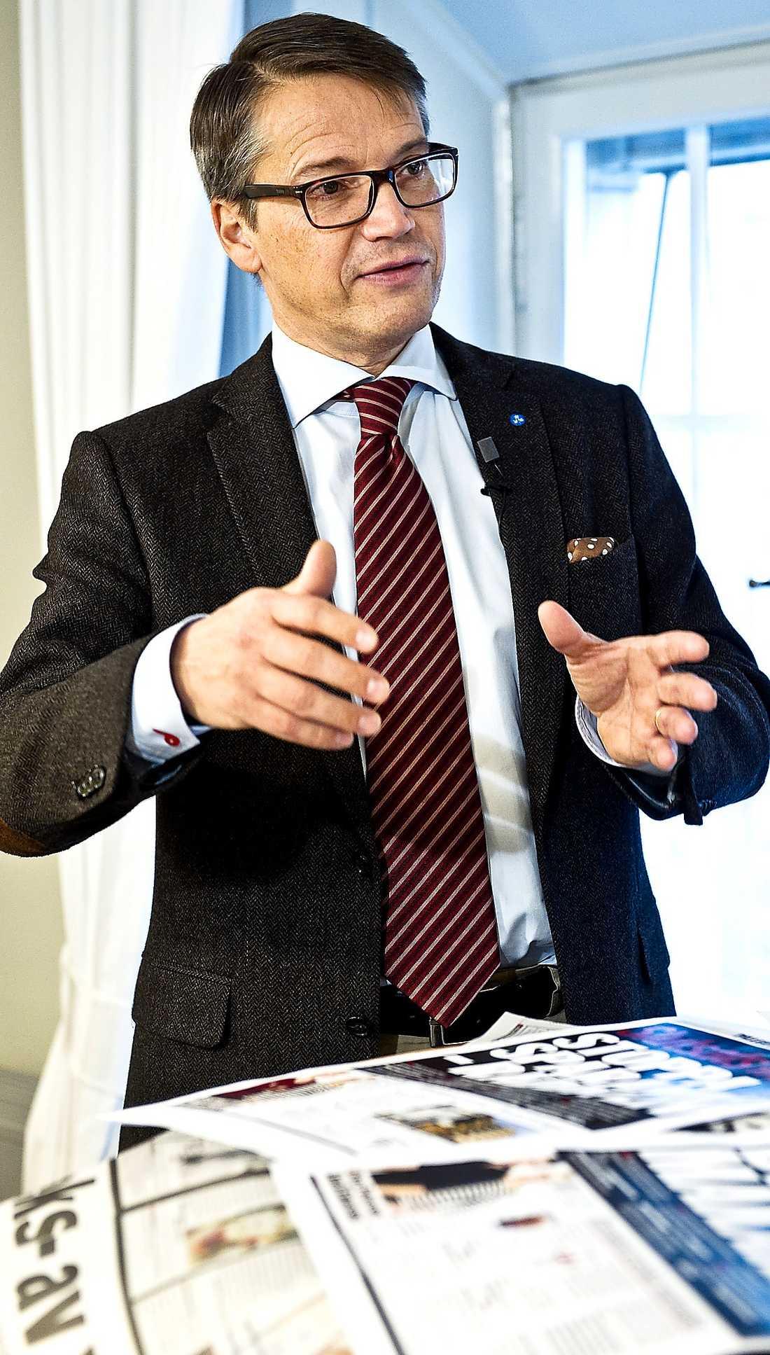 """""""MÅNGA FEL"""" Socialminister Göran Hägglund säger att den svenska psykiatrin har varit satt på undantag under flera decennier."""