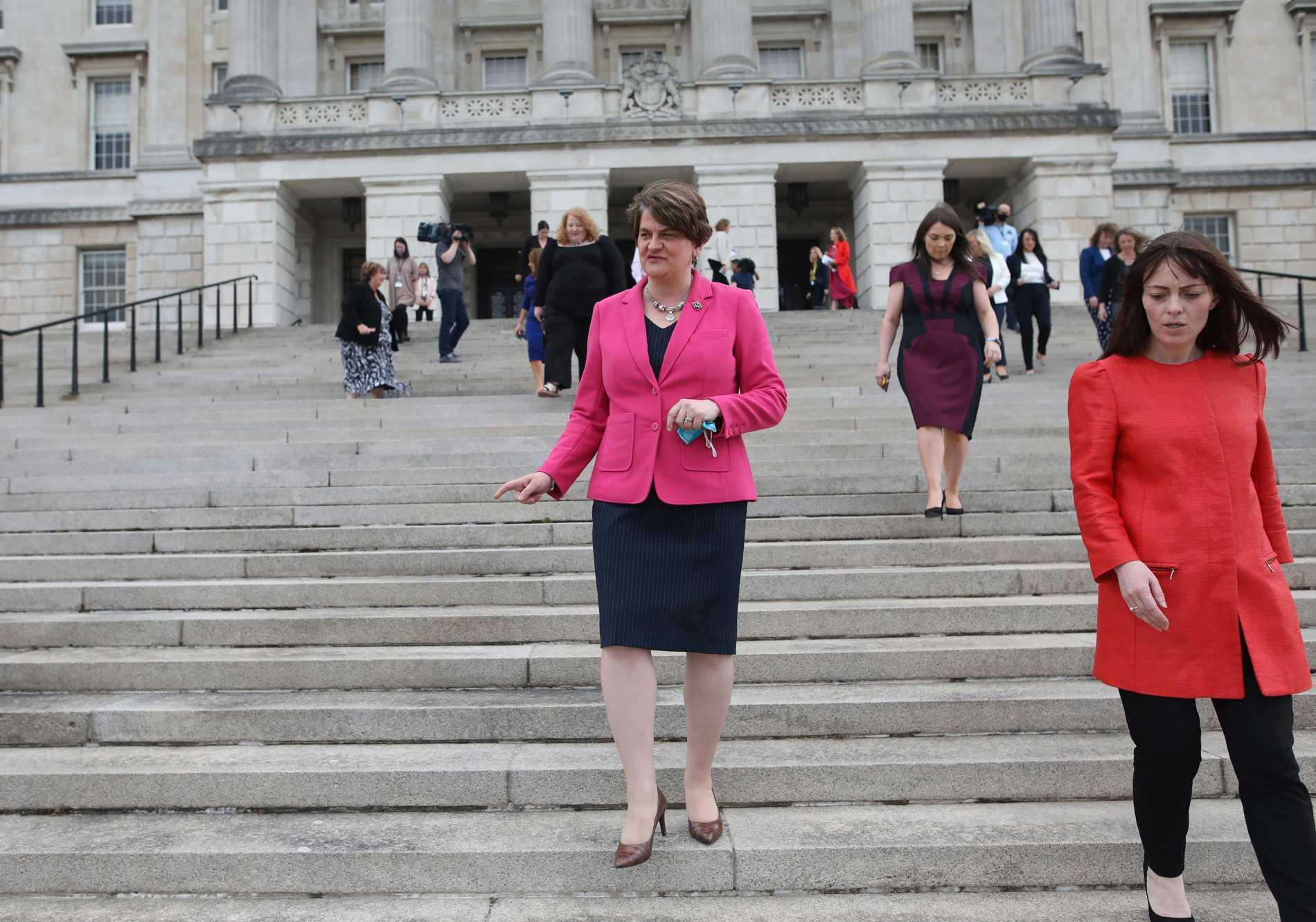 Nordirlands förstaminister Arlene Foster lämnade sin post på måndagen.