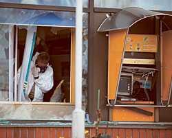 Flera kupper Efter sex bankomatsprängningar runt om i Finland lyckades polisen spåra den svenska rånarligan. Och har sedan dess bevakat männen. Natten till i går slog rånarna till igen – och sprängde en bankomat i Pyhäjärvi.