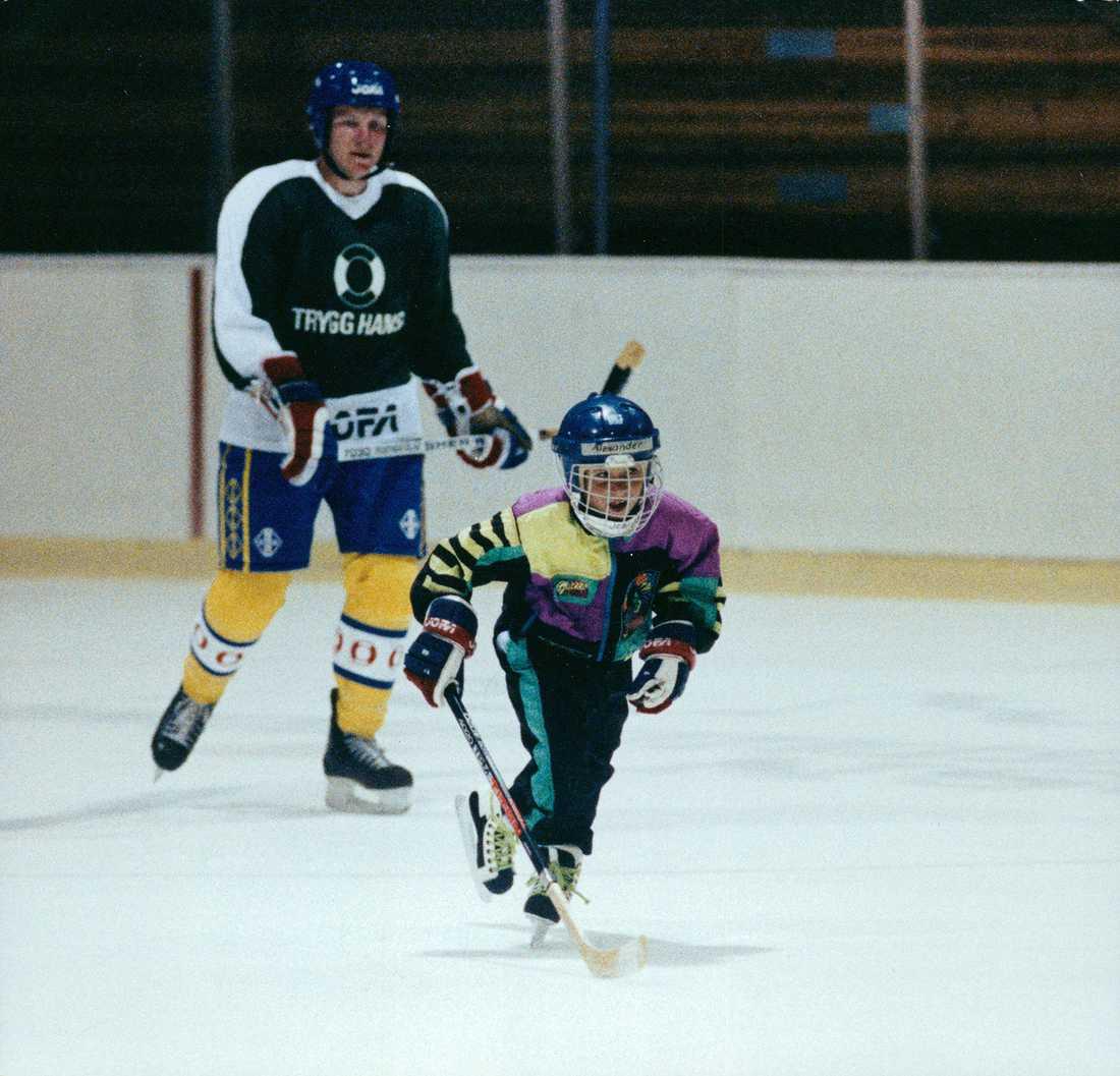 Alex Steen med pappa Thomas under en träning med Tre Kronor.