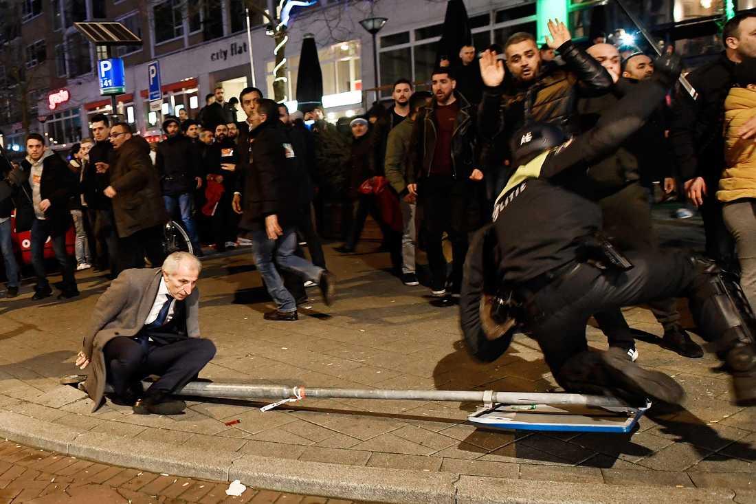 Turkiska demonstranter i Rotterdam.