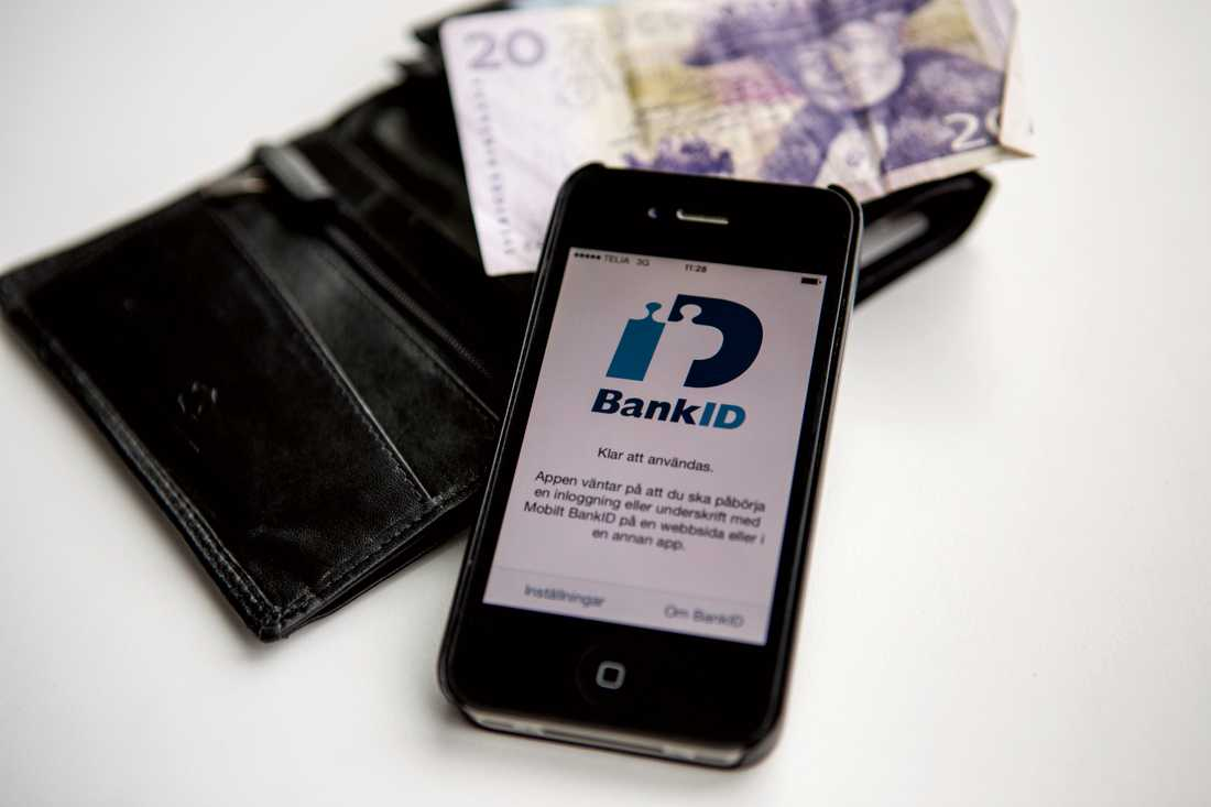 De äldre luras att lämna ut sina bankiduppgifter.