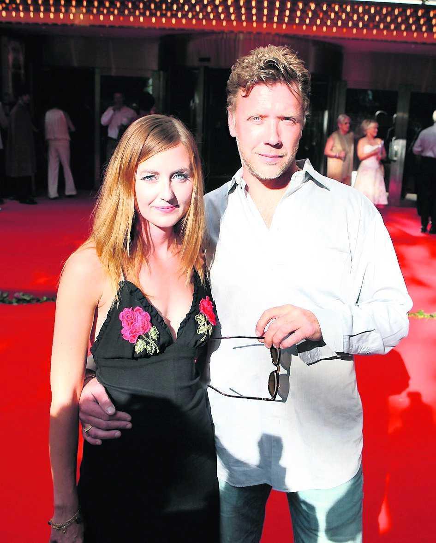 BILDAT FAMILJ Mikael Persbrandt och Sanna Lundell har har två söner.