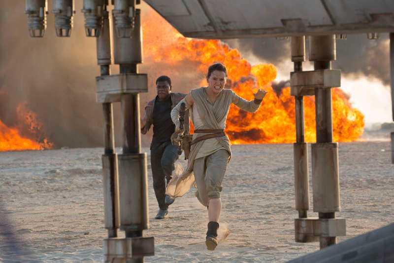 "Daisy Ridley spelar Rey i ""Star wars: the force awakens""."