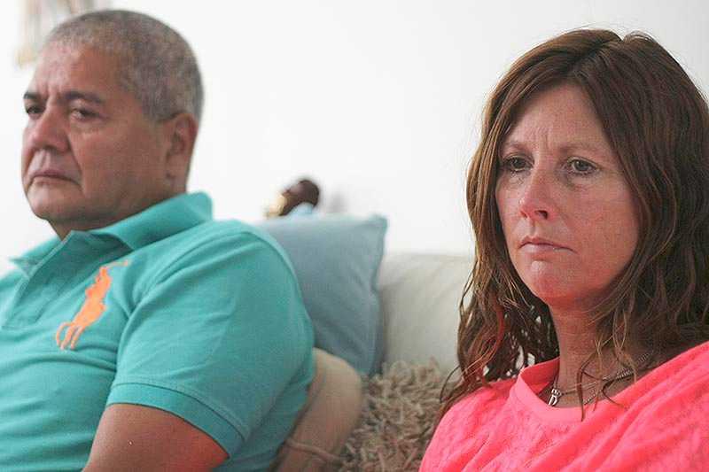 """Silene, till höger, och Rob Fredriksz, förlorade sin son Bryce och hans flickvän Daisy Oehlers i Mh17-katastrofen för ett år sedan. """"Världen slutar med en smäll. Allt omkring dig fortsätter"""", säger Silene till AP."""