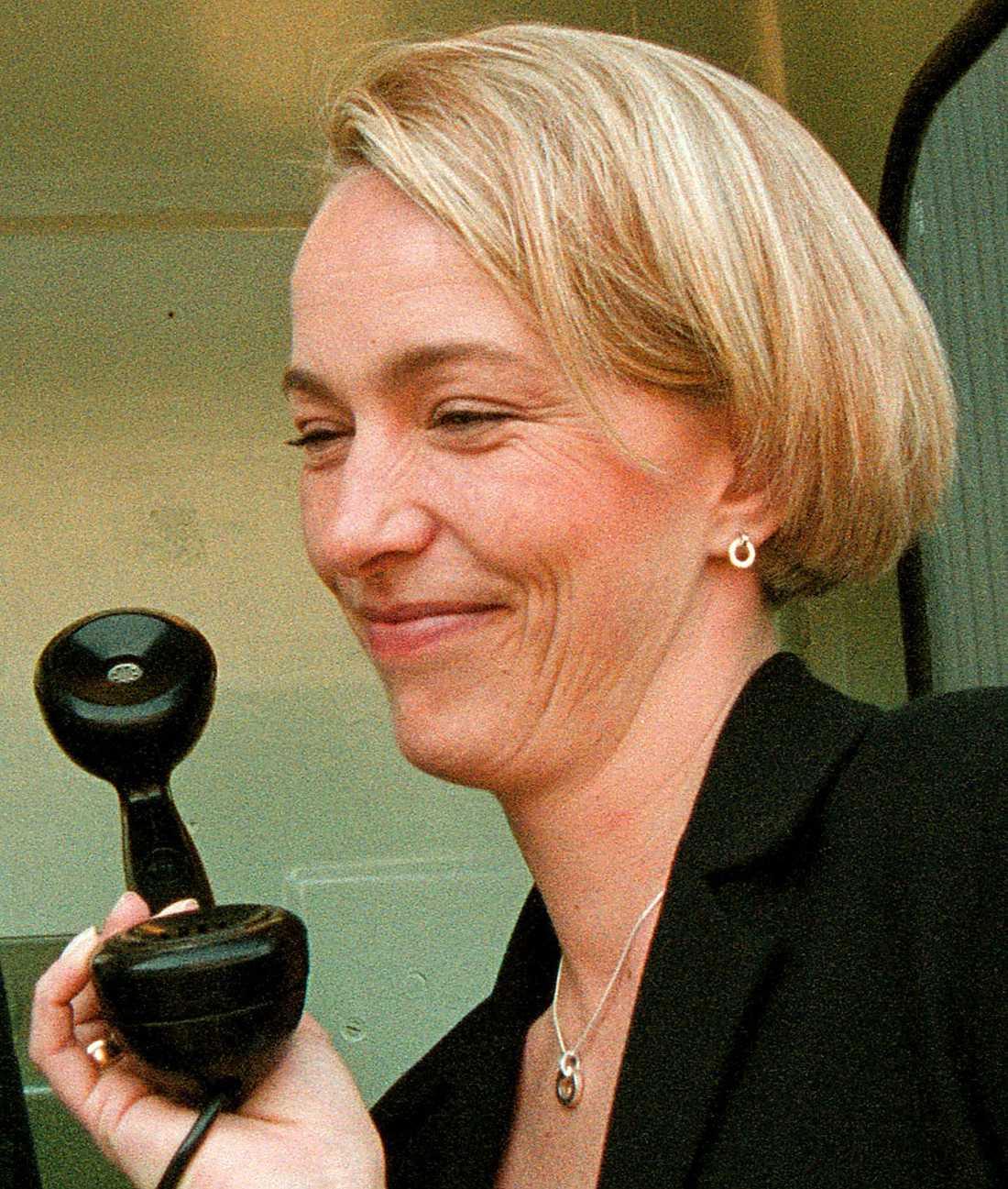 Johanna Hermann Lundberg (tidigare Östlund), 47: Hon var programpresentatör i SVT på 1990-talet, men sökte sig vidare och har gjort rösten åt bland annat Fröken ur. Många andra företag har köpt hennes röst till sina telefonsystem.