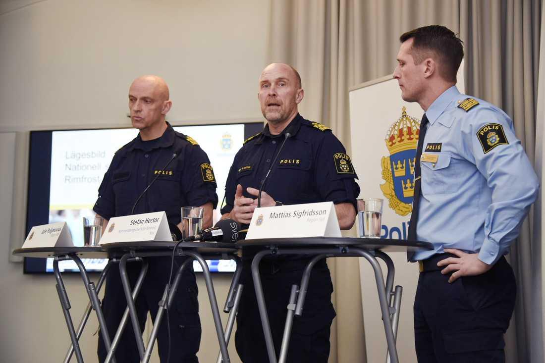 Jale Poljarevius, regional kommenderingschef i region Mitt, Stefan Hector, nationell kommenderingschef, samt Mattias Sigfridsson, tillförordnad polisområdeschef i Malmö, presenterar nya riktningen för Operation rimfrost.