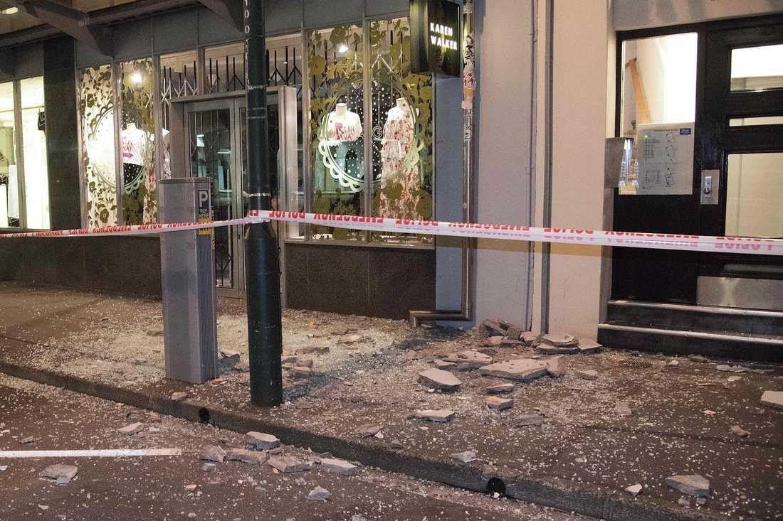 Avspärrningar på en gata i Wellington efter att flera skalv skakade delar av Nya Zeeland under söndagen.