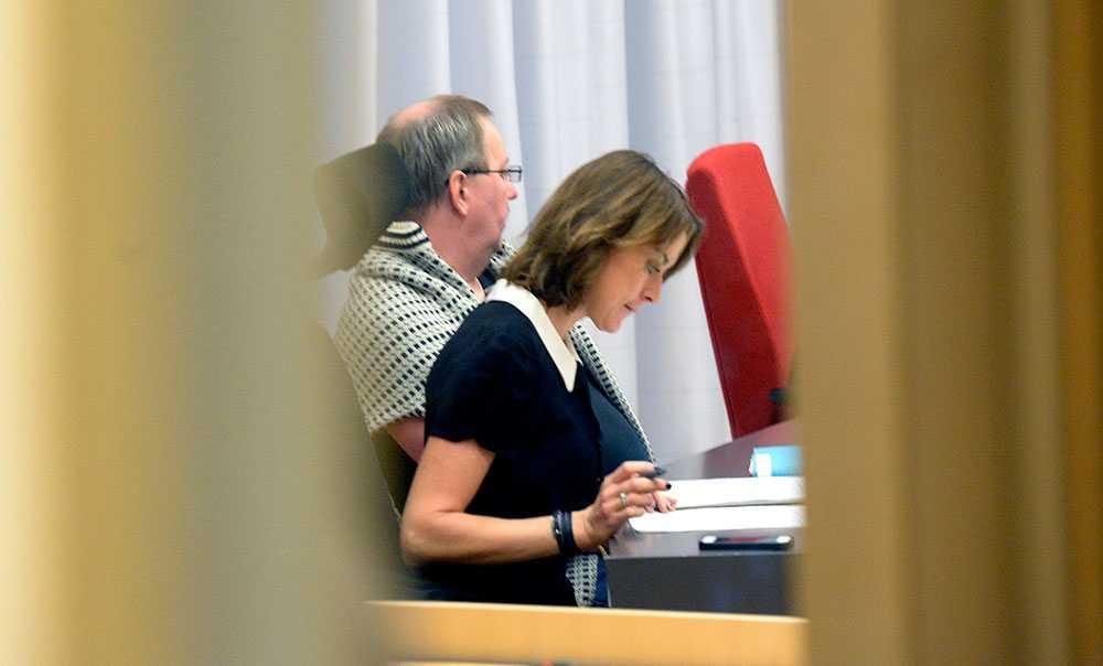 Eklund tillsammans med sin advokat.