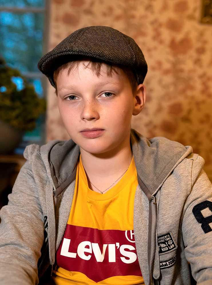 """Alvar, 12, misshandlades när han skyddade äldre man. """"Det var minst fem vuxna som stod och tittade på, ingen gjorde något"""", säger han."""