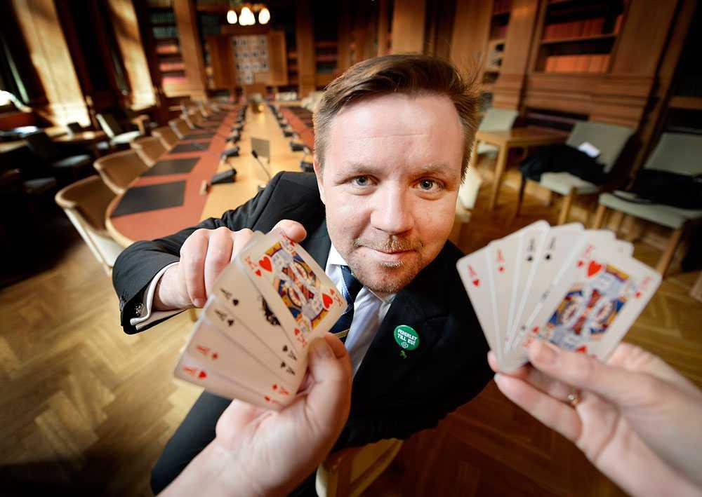 Fredrick Federley (C) anklagar LO för att spela med falska kort i debatten om arbetskraftsinvandringen.