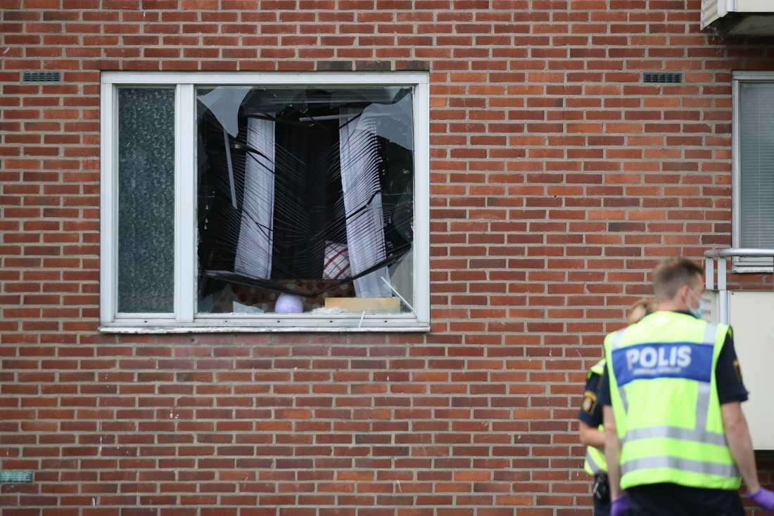 Fyra syskon och mamman till den åttaårige pojke som dödades i en garantattack mot en lägenhet i Biskopsgården i Göteborg 2017 får skadestånd från staten. Arkivbild.