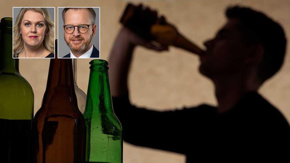 Vi vet att det svenska alkoholmonopolet tjänar såväl folkhälsan som tryggheten i vårt samhälle. Det är oansvarigt att Moderaterna nu vill luckra upp detta, skriver Mikael Damberg och Lena Hallengren.