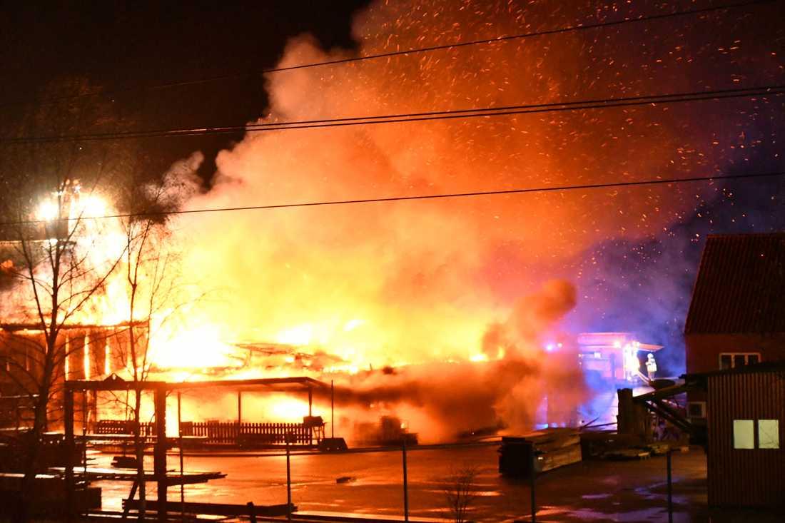 Brand i byggvaruhandel i Kågeröd.
