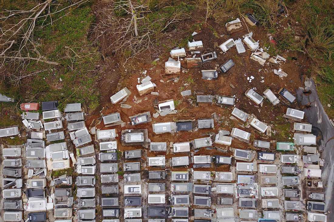 Kyrkogård efter orkanen Maria i Puerto Rico.