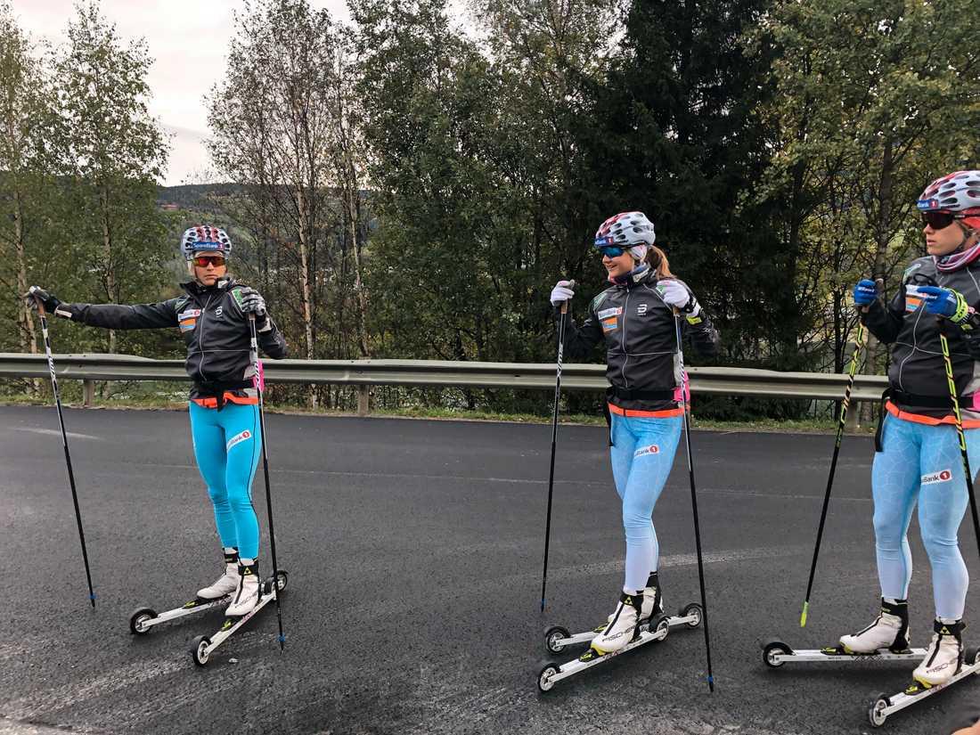 Therese Johaug, längst till vänster på bilden, är beredd på en tuff comeback. Här under träningspasset i norska Kvitfjell.