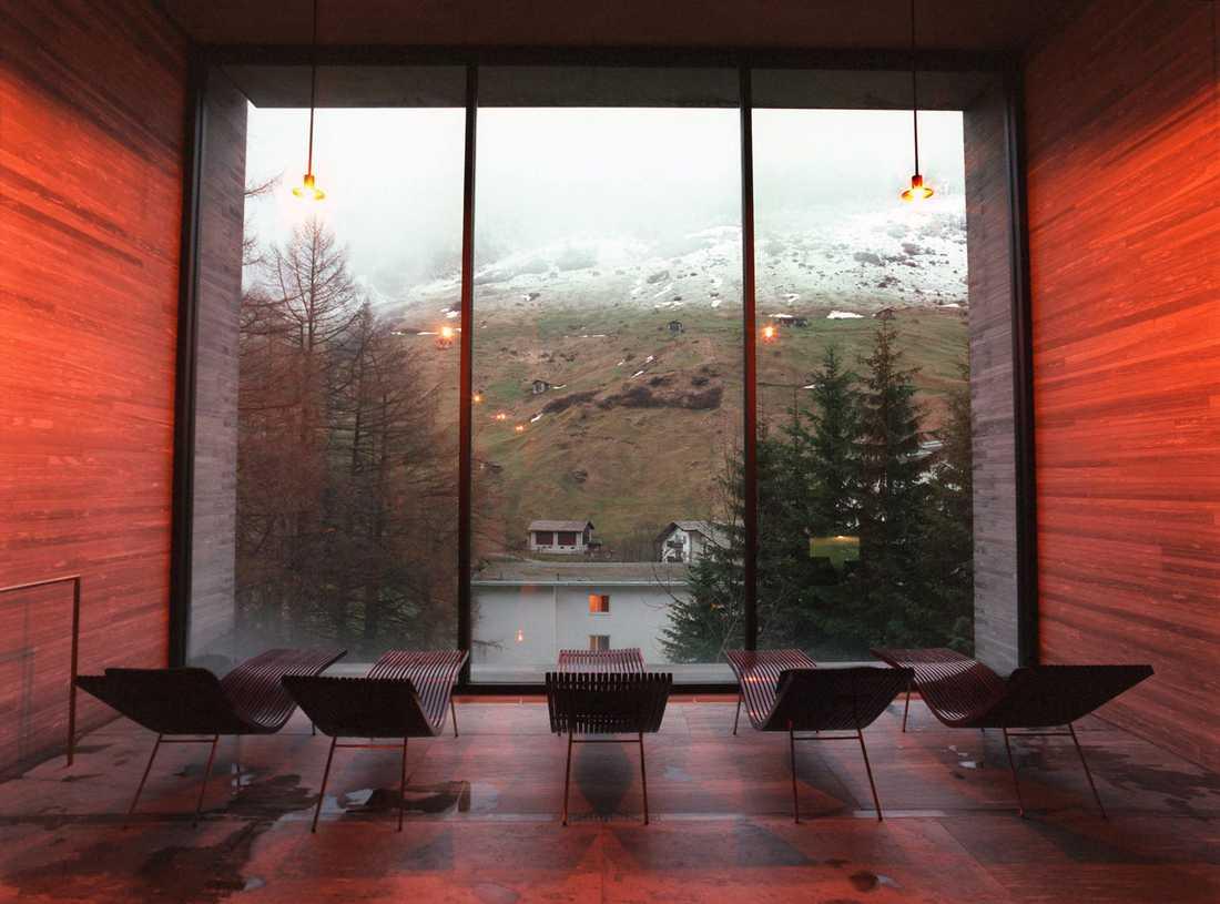 Relaxa med utsikt på Therme Spa i Vals.