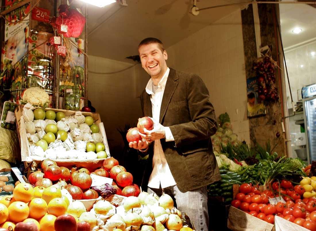 Enkelt är Mehmets melodi. Han strosar gärna på stadens marknader för att få idéer till sina menyer.