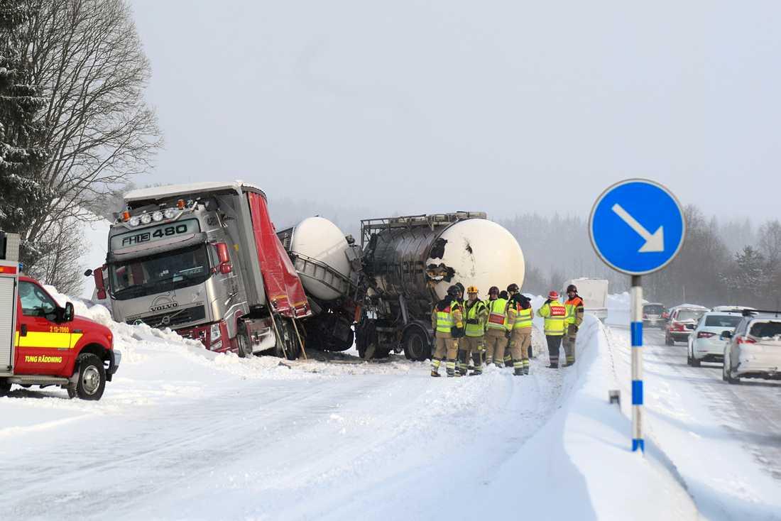 Två lastbilar kolliderade på E4 i höjd med Bye i Timrå kommun.
