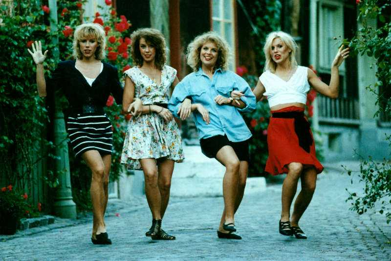 """mixade humor och allvar Marie Nilsson, Birgitta Jakobsson, Annelie Roswall och Josefin Nilsson startade gruppen Ainbusk Singers på Gotland. De fick flera svensktoppshits, bland annat """"Lassie"""" och """"Älska mej"""" i början av 90-talet."""